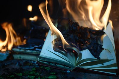 book-burning-burnt-1474928.jpg